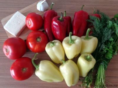 Печени чушки с доматен сос
