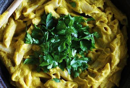Макарони в масло от ядки и сирене