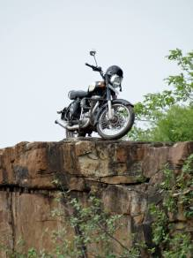 Bulleteers, Royal Enfield Riders from Gwalior, on Breakfast ride to Sultangarh Falls. A waterfall on the river Sindh on the route from Gwalior to Shivpuri. Had a KTM 390 joining us for the ride.