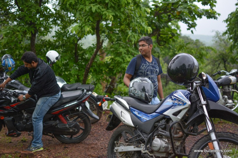 Bulleteers ride from Gwalior to Kanher Jhiri, near Ghatigaon on Shivpuri Road