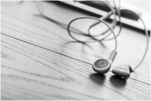 A Sound Argument Between Earbuds vs. Headphones