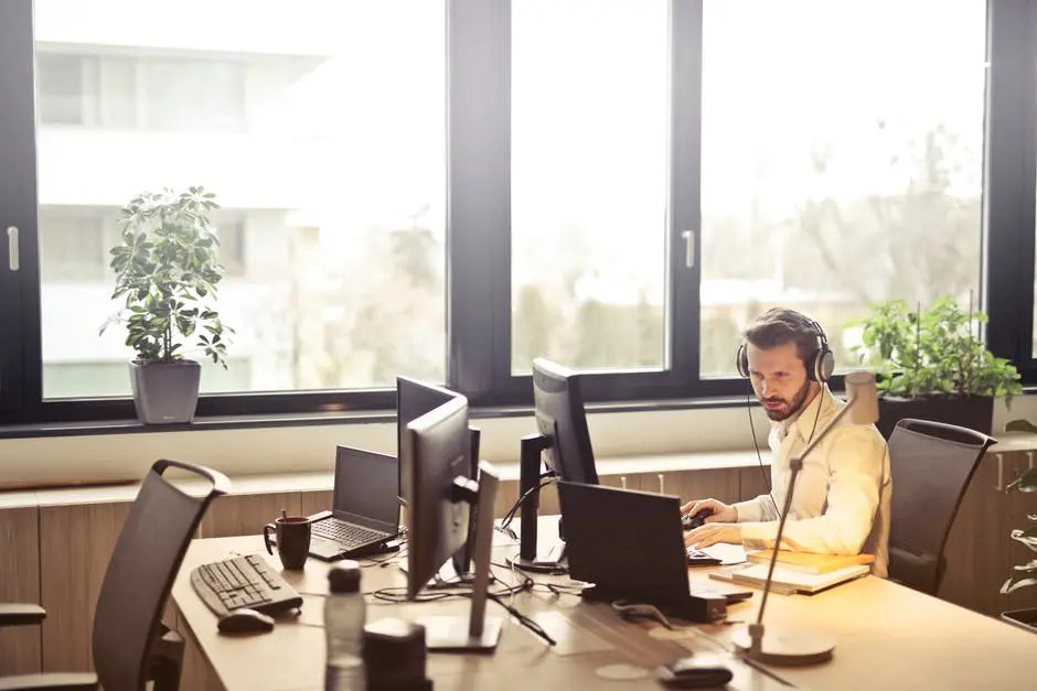 Small Business Solutions: The Many Benefits of VoIP
