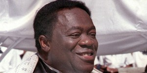 Yaphet Kotto plays the older brother of Carl Weathers' character, Fred James.