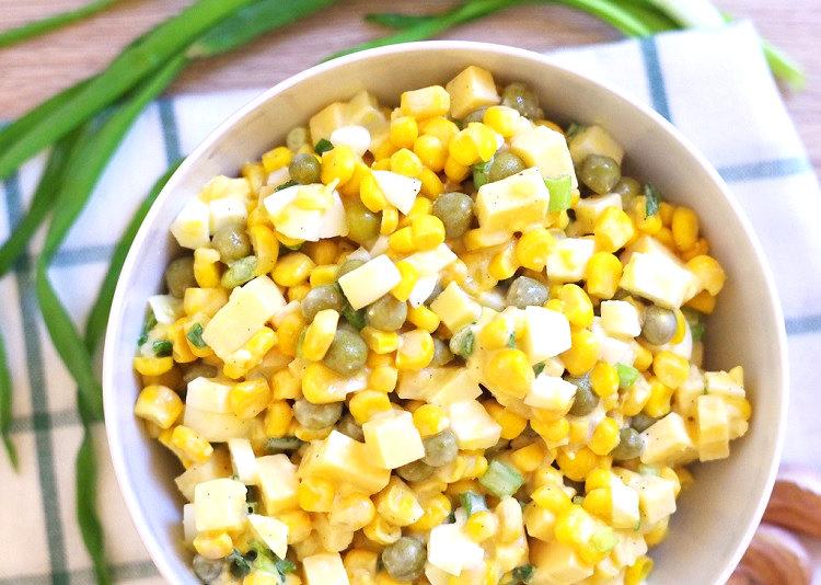 Sałatka z kukurydzy i groszku 2