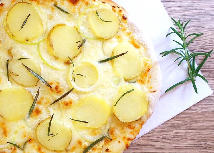 Pizza z młodymi ziemniakami 4