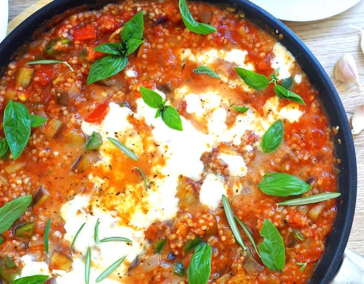 Kasza jęczmienna z warzywami w sosie pomidorowym 2