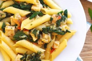 Makaron z mozzarellą i szpinakiem 2