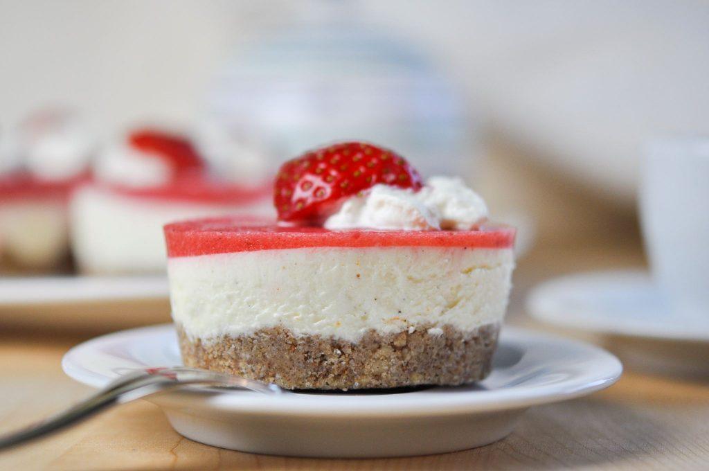 Keto Erdbeer-Vanille-Orange Törtchen