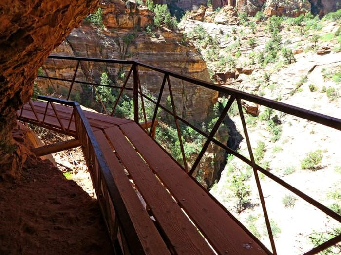 overlook trail in zion canyon