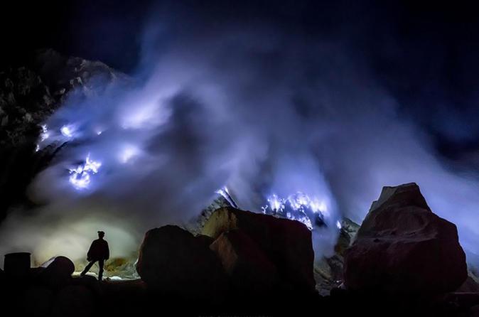 """Die 10 verrücktesten """"Attraktionen"""" auf Tripadvisor java indonesien blue fire banyuwangi ijen"""