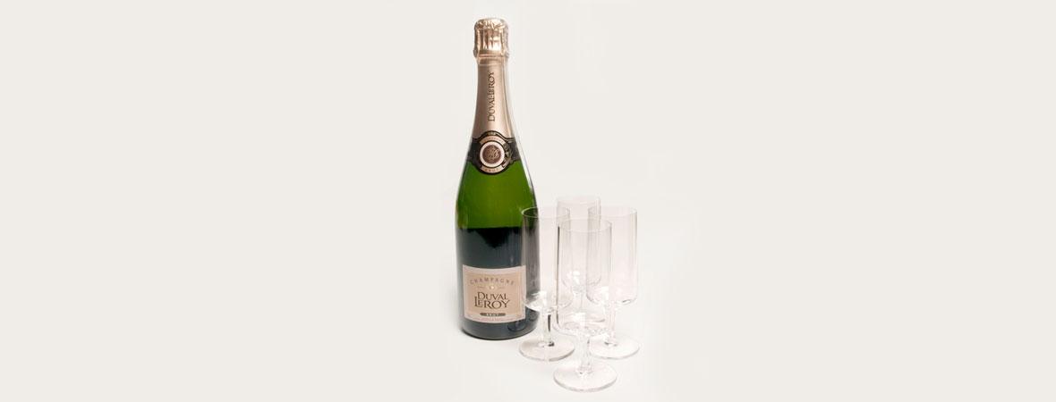 SWISS: Eine kleine Aufmerksamkeit - Überraschung buchen miles & more zürich zrh genf champagner schampus truffes pralinen