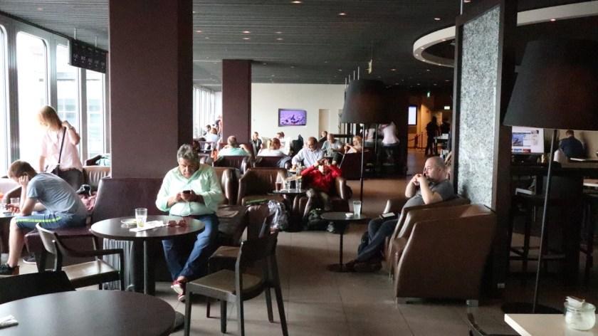 hugo junkers lounge dus düsseldorf airport flughafen nrw 2019 voll unten