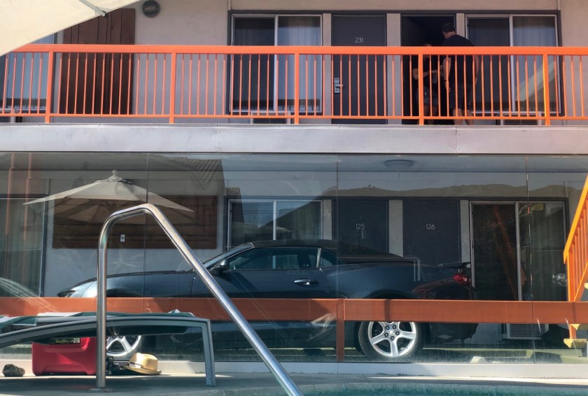 the tangerine motel los angeles burbank film studio roadtrip hotel orange pool chevrolet camaro chevy parkplatz parking lot