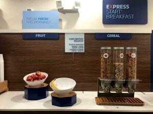 Holiday Inn Express & Suites Twentynine Palms 29 Palms Joshua Tree Nationalpark breakfast frühstück pointbreaks