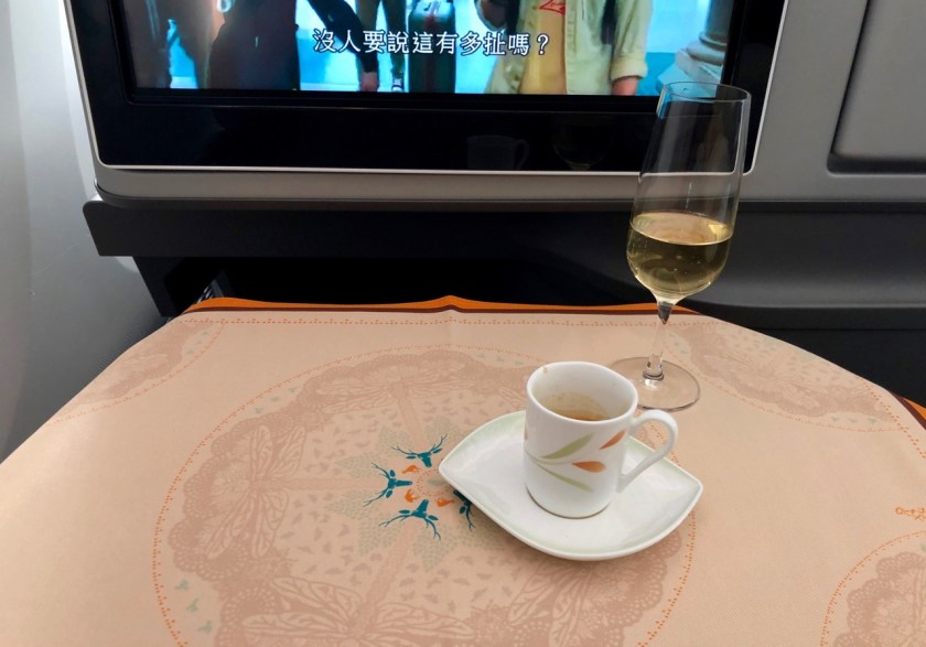 eva air royal laurel class business class b787 boeing 787 dreamliner br891 tpe hkg taipeh hong kong espresso champagner