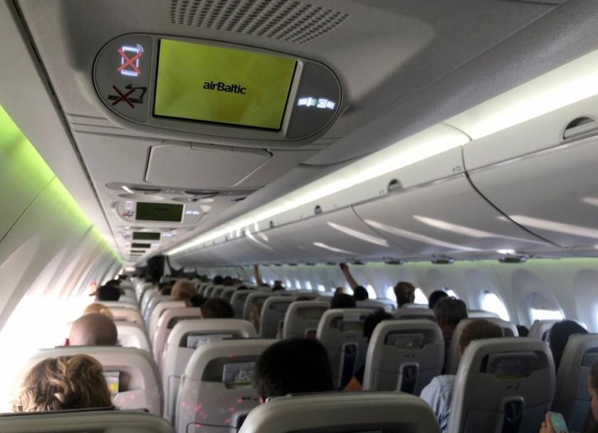 air baltic airbus 220 a220 300 YL-CSG ogre Bombardier BD 500 CSeries CS300 rix mux riga munich münchen monitor