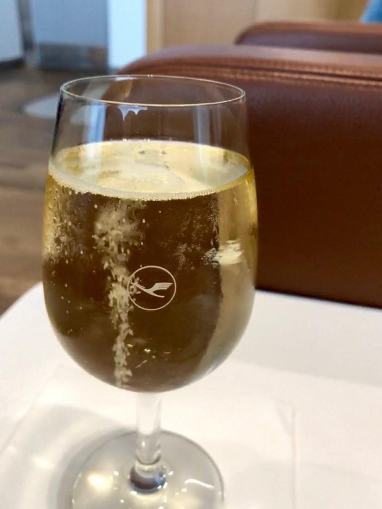 lufthansa senator lounge münchen muc terminal 2 satellitengebäude champagner champagne