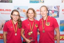 Jessica Grote (rechts) freut sich über Bronze im Mehrkampf hinter den ausgewiesenen Freiwasser-Spezialistinnen Carla Strübing (Mitte) und Theresa Franz.