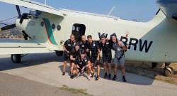 Das deutsche Team vor dem Einstieg in die Absetzmaschinen