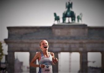 Grandiose Rückkehr: Mit eindrucksvollen 2:28:32h lief Anna Hahner auf Rang fünf, überzeugte als schnellste Europäerin und zog das Ticket für die Leichtathletik EM 2018 Berlin.
