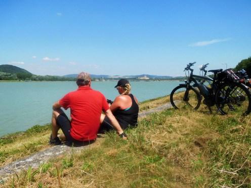 Beruhigend: Die Donau fließt meist sehr ruhig durch die Schiffbarmachung durch Schleusen und Deiche.