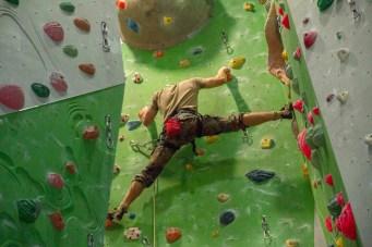 Vollen Einsatz und höchste Konzentration in der Wand fordert der Kletterwettkampf von allen Teilnehmern.