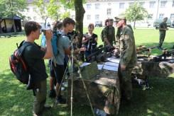 Bei der Waffen- und Geräteausstellung konnten sich die Teilnehmer selbst ein Bild vom Material machen.