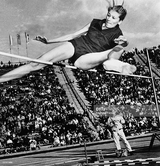 1958 Iolanda Balaș - Primul Titlu European. Foto Getty