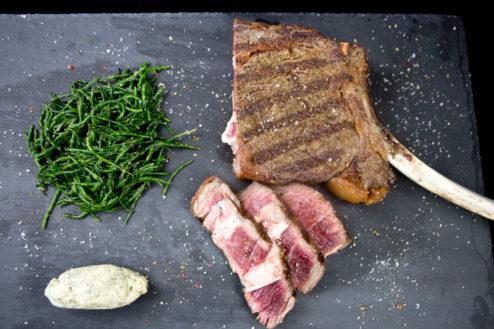 Tomahawk Steak mit Meeresspargel