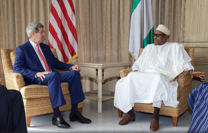 Joh Kerry in Nigeria con Muhammadu Buhari