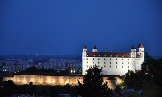 Bratislava_Castello_(jlascar_10267513134@flickr_CC-BY)