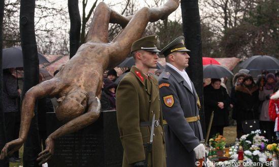 Hejce (Hu), memoriale alla tragedia aeree del 19.1.2006 (mod.gov.sk)