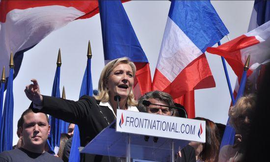 Elezioni Francia, deputata Corinne Erhel muore di infarto durante comizio pro Macron
