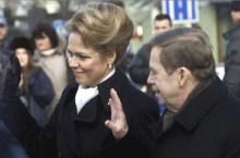 Vaclav Havel con la moglie Dagmar alla fine del 2ndo mandato presidenziale