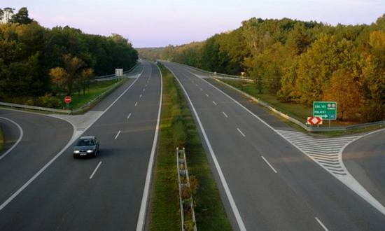 autostrada D2 vicino a Malacky (foto skyscraperscity)
