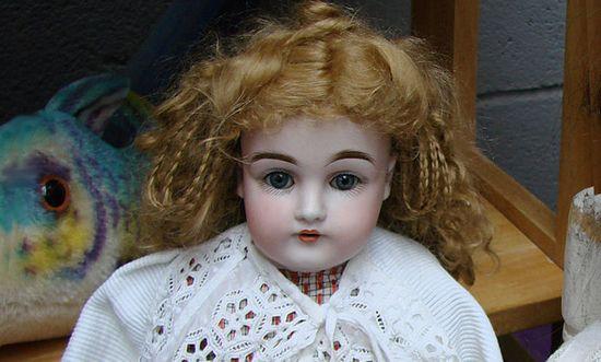 bambola_(Vassil @wikimedia CC0-Public domain)