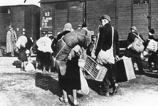 ebrei di Poprad inviati ad Auschwitz (1942) (foto_englishrussia.com)