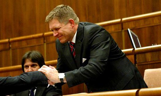 Parlamento sessione per la sfiducia durata tutta la notte for Votazioni parlamento oggi