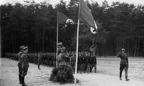 tedeschi-nazi_(foto_Bundesarchiv-Wikipedia) wehrmacht