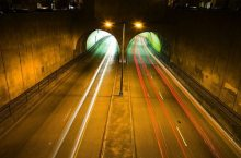 traffico-autostrade-tunnel-velocita_(thomashawk_403407764@flickr_CC-BY-NC) trasport