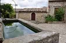 Vasca e cortiletto Montalbano Elicona