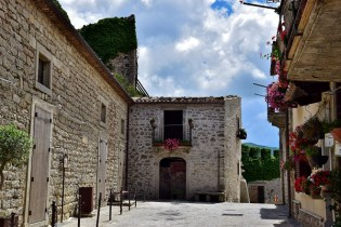 Via prima del Castello a Montalbano Elicona