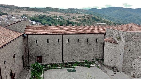 Montalbano Elicona interno Castello