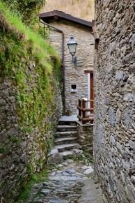 Isola Santa antico borgo stradina