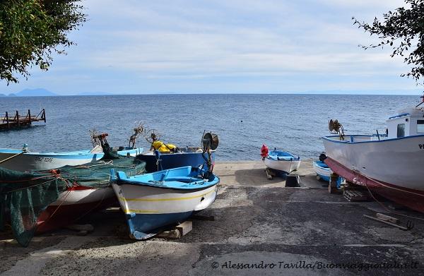 Barche a riposo ad Alicudi