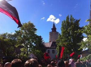 Spectacle médiéval au château de Posterstein – vue de la place de tournoi au château