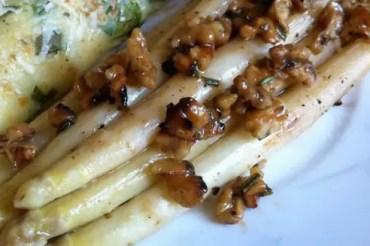 Gero kocht: Spargel mit Honig-Walnüssen an Ziegenkäse-Crêpe