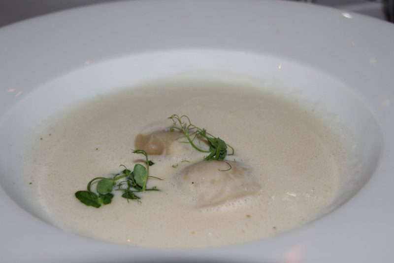 wilsons-prime-rib-berlin-crowne-plaza-cremesuppe-pastinake-menue-des-monats