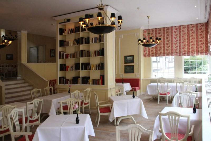 Restaurant mit Büchern, Fine Dining in Ostwestfalen, gehobene Küche bei Paderborn