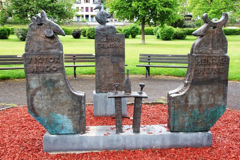 Denkmal Victor Hugo, Clemens Brentano und Heinrich Heine